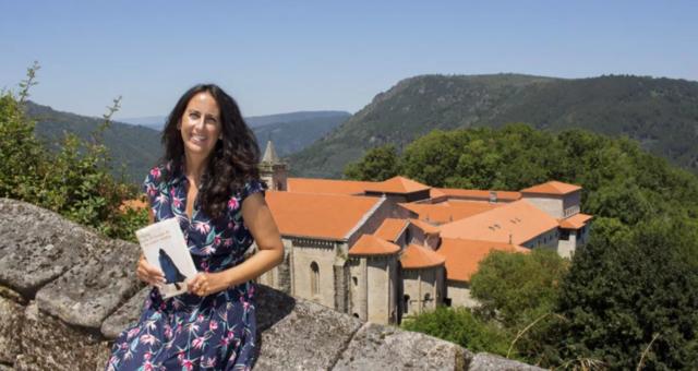María Oruña: «Quería ofrecer un suave soplo de la magia que tenemos en Galicia»